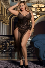 Nuisette longue noire transparente grande taille : Transformez vous en femme fatale avec cette nuisette longue hyper sexy de la marque Paris Hollywood. Modèle grande taille.